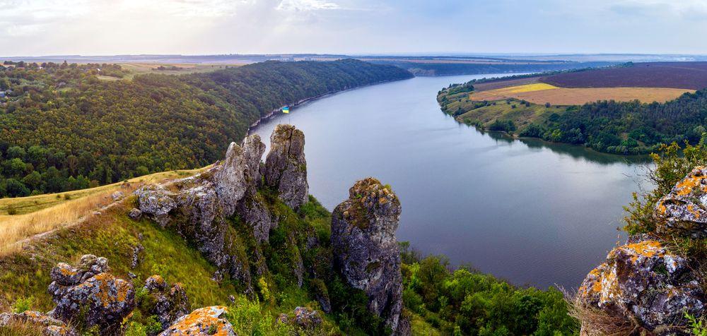 Україна (Ukrayina), Дністром (Dnistrom)